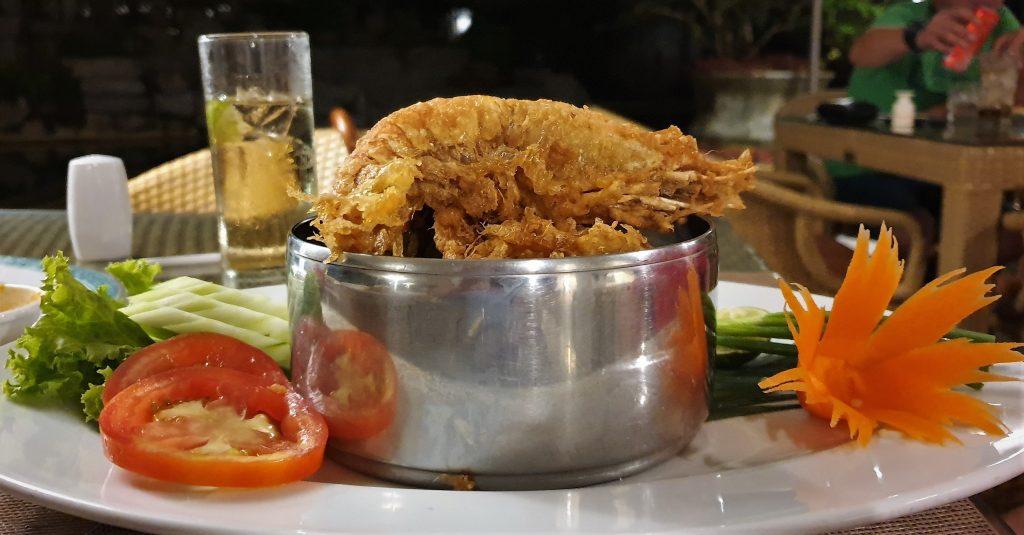 Thavorn Beach Resort dining